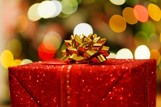 Holiday Gifts Tax Benefits